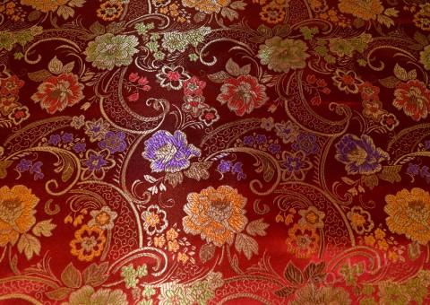 Китайский шелк красного оттенка Тайный сад
