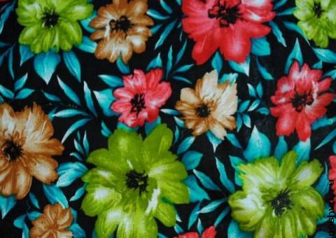 Ткань узорная Красные и зеленые герберы