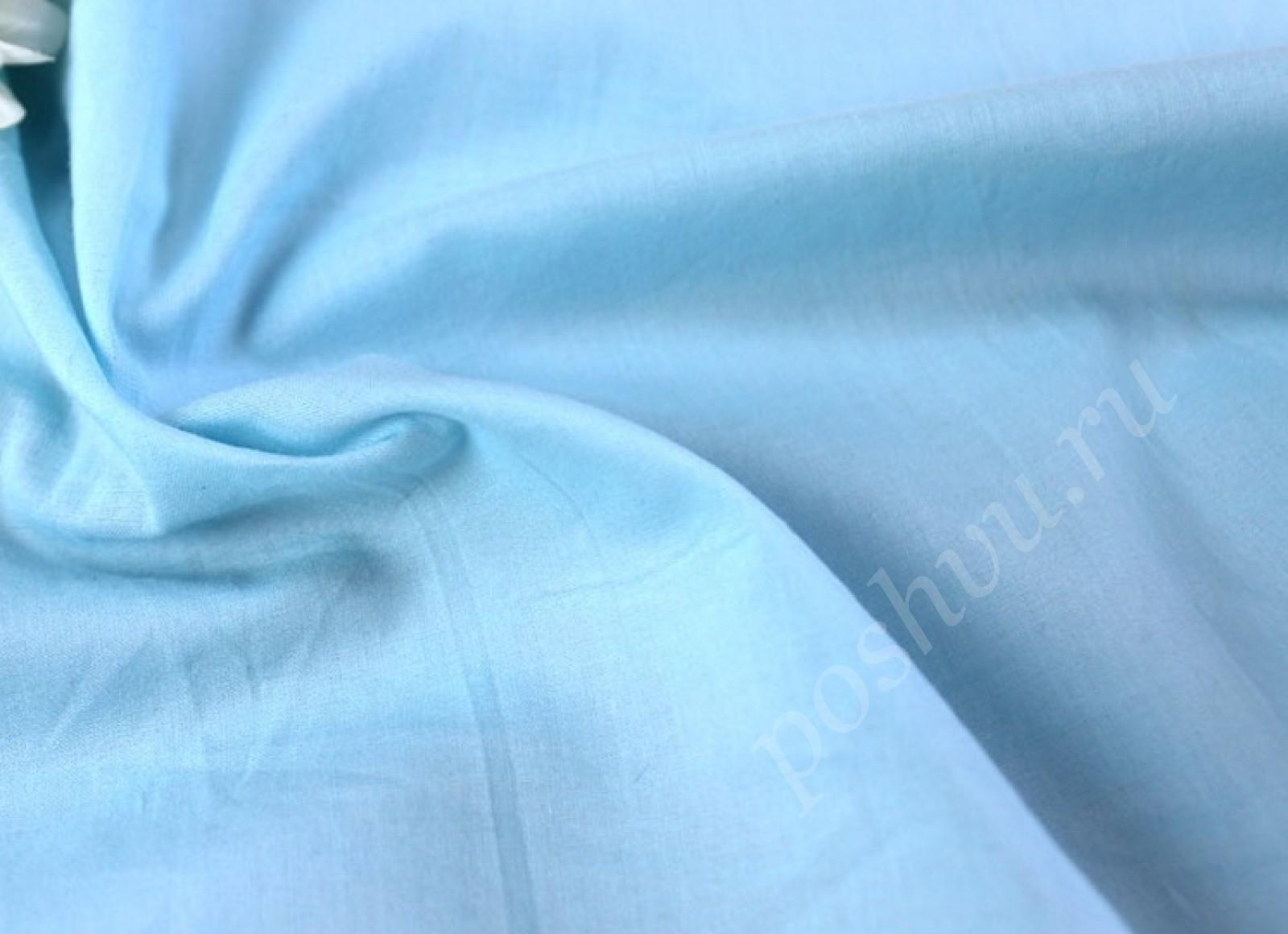 Бледно-синего цвета
