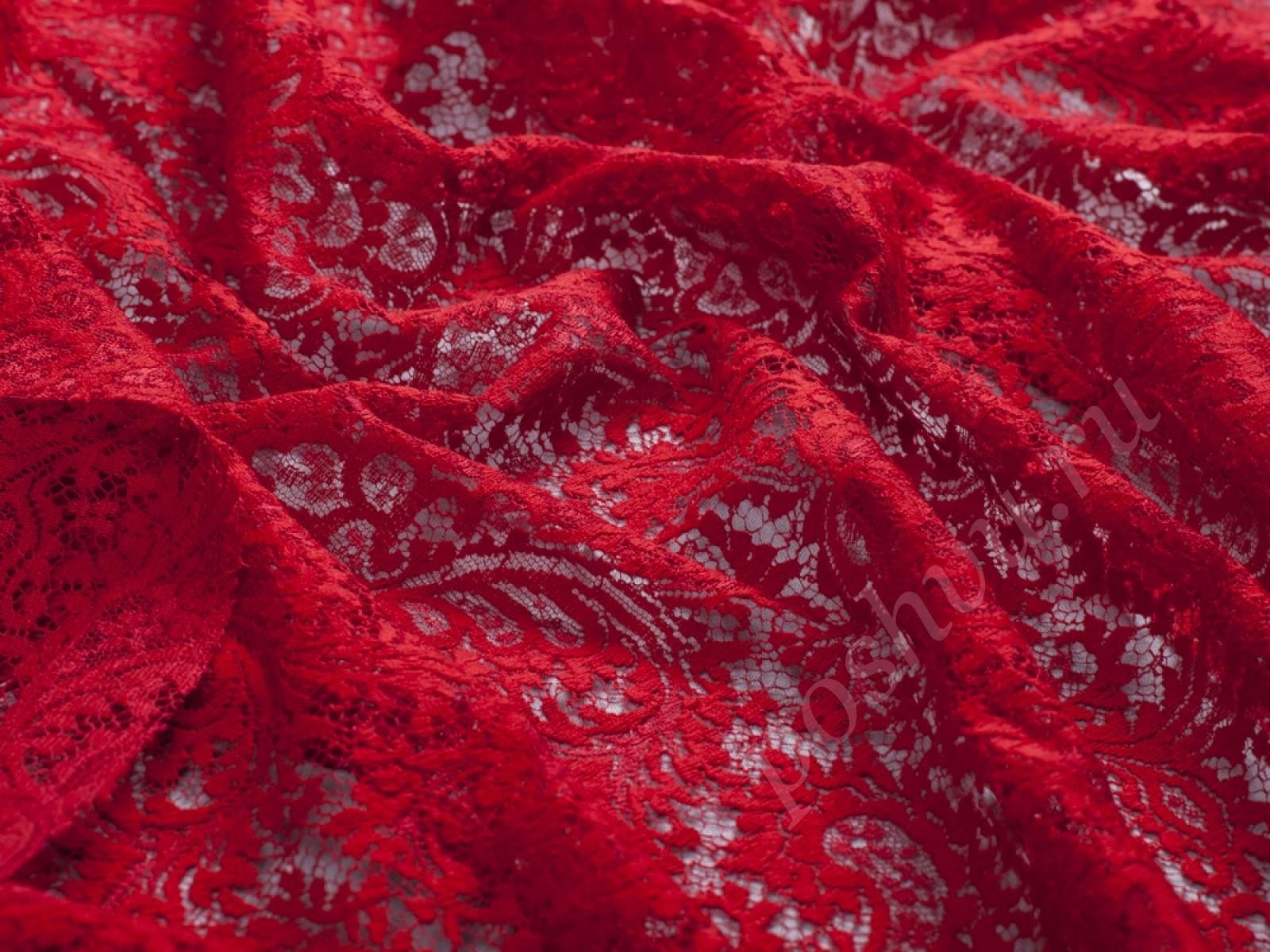 Красная ткань с кружевом