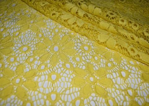 Гипюр-стрейч желтые цветы