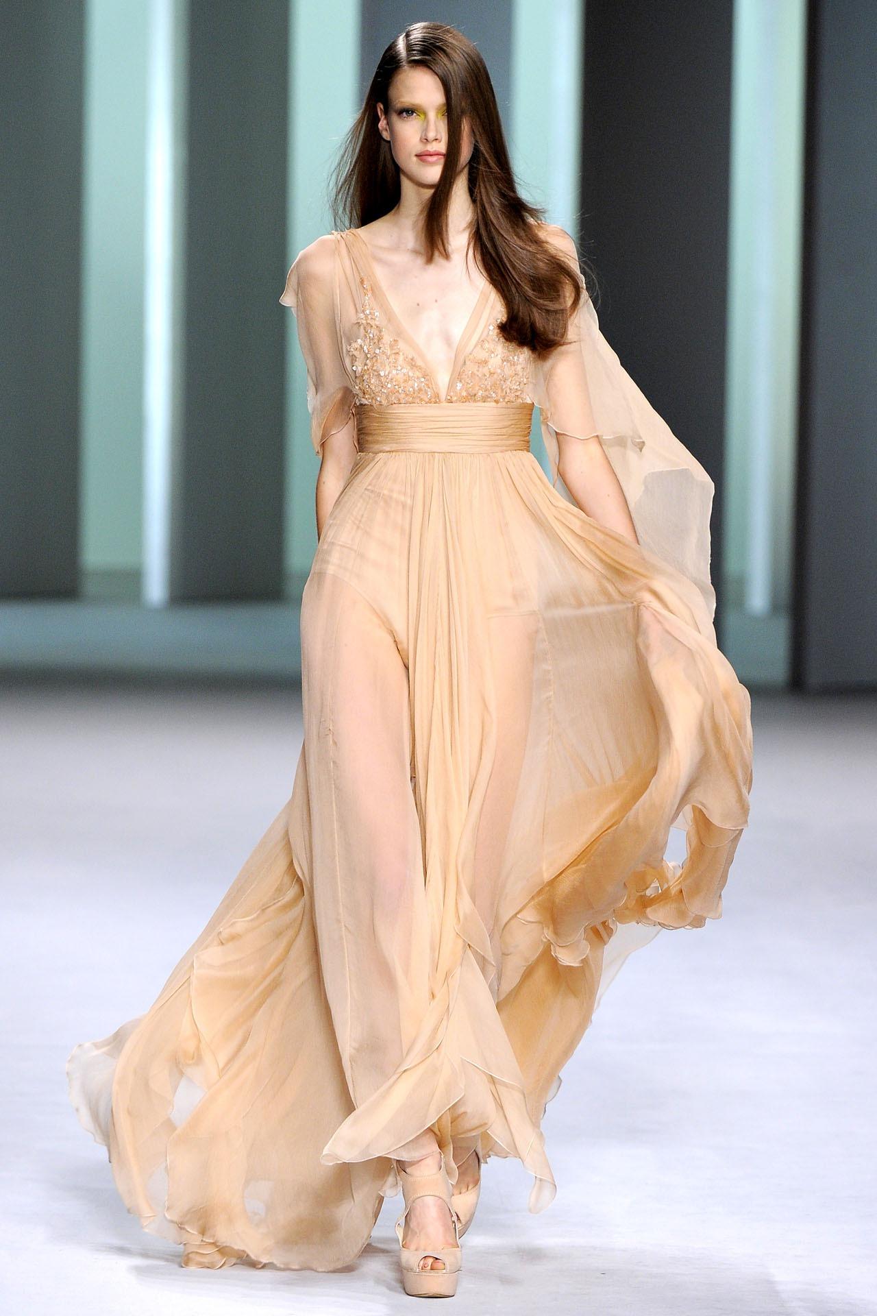 Из шифона можно создать просто потрясающие свадебные платья, которые будут способствовать созданию нежного и романтичного образа невесты