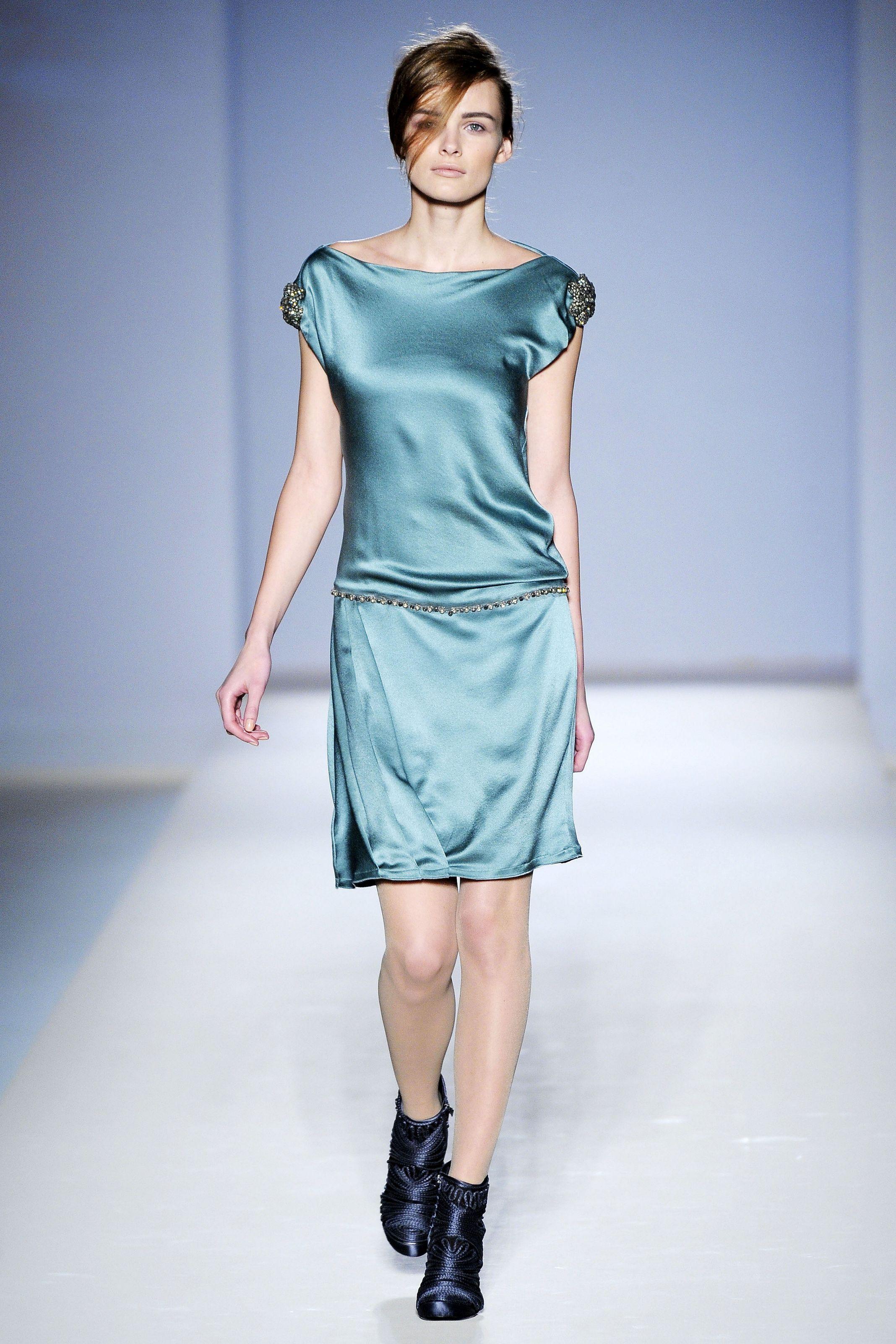 Современное платья из атласа